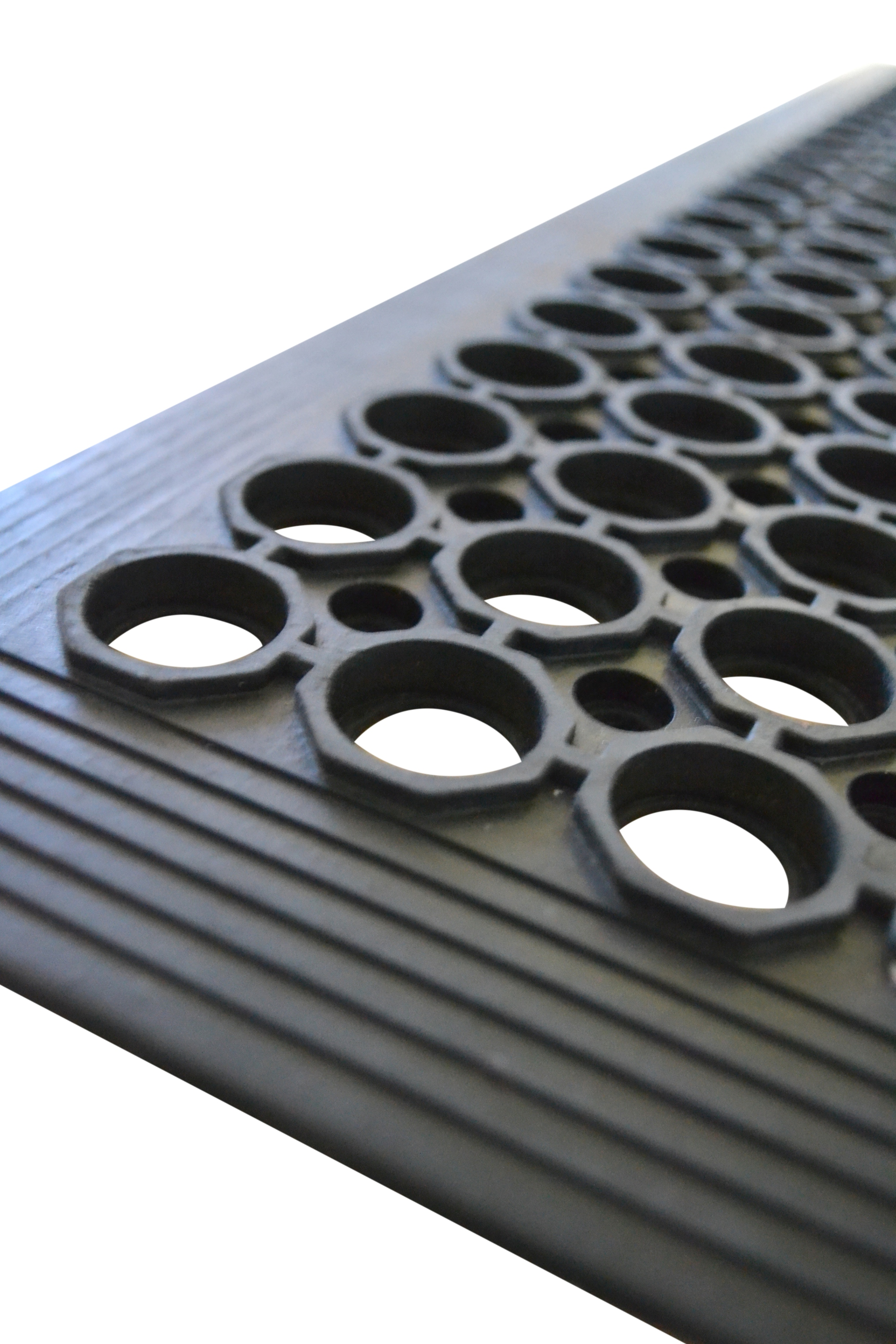Constructed from nitrite & natural rubber, our premium anti fatigue mats feature drainage holes & bevelled safety edge, suitable for wet arease & designed for exposure to grease & oil. Available in black & red. Order your anti fatigue mats today!